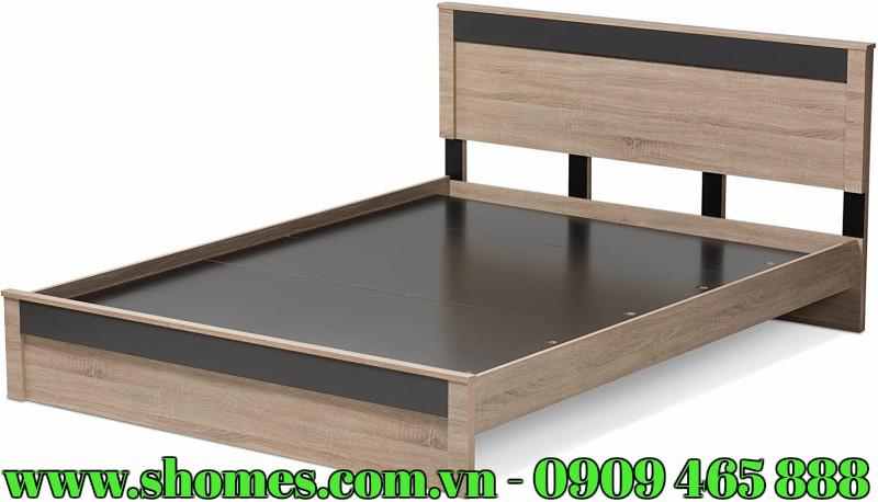 Giường ngủ gỗ sồi là một trong những sản phẩm được nhiều người ưu tiên lựa chọn hiện nay. Sở dĩ như vậy là bởi vì mẫu giường ngủ làm từ chất liệu gỗ sồi luôn được đánh giá cao ở độ bền cũng như giá trị thẩm mỹ. Do đó, nếu bạn đang muốn tìm cho gia đình mình một bộ giường ngủ thì đây chính là lựa chọn phù hợp. Tuy nhiên, giường ngủ bằng gỗ sồi cũng có nhiều thiết kế, mẫu mã, thiết kế khác nhau và bạn đang phân vân chưa biết nên chọn sản phẩm nào thì có thể tham khảo thêm bộ giường ngủ gỗ màu nâu xám sang trọng, lịch lãm sau đây.  NHỮNG THÔNG TIN CHI TIẾT VỀ BỘ GIƯỜNG NGỦ GỖ SỒI MÀU NÂU XÁM CẤU TẠO SẢN PHẨM GIƯỜNG NGỦ GỖ SỒI MÀU NÂU XÁM:  Mẫu giường ngủ hiện đại được thiết kế bao gồm những bộ phận chính như sau: khung thành giường, đầu giường, chân giường và mặt giường. Đây là kết cấu phổ biến của một chiếc giường truyền thống và điểm khác biệt là ở thiết kế mỗi sản phẩm. Các bộ phận, chi tiết có thể tháo lắp một cách dễ dàng thông qua các khớp nối cũng như đinh, vít…  CHẤT LIỆU CAO CẤP, BỀN BỈ CỦA GIƯỜNG NGỦ GỖ SỒI MÀU NÂU XÁM  Chất liệu chính tạo nên mẫu giường này đó là gỗ sồi. Đây là loại gỗ tự nhiên được chọn lọc kỹ lưỡng, nên đảm bảo yêu cầu về độ bền đẹp, đảm bảo không bị nứt nẻ, cong vênh hay mối mọt trong quá trình sử dụng.  GIƯỜNG NGỦ GỖ SỒI MÀU NÂU XÁM VÀ THÔNG SỐ KỸ THUẬT:   Kích thước: 214,6cm (chiều dài) x 166cm (chiều rộng) x 91,4cm (chiều cao)  Trọng lượng: 82kg  THIẾT KẾ MỚI MẺ, ĐỘC ĐÁO CỦA GIƯỜNG NGỦ GỖ SỒI MÀU NÂU XÁM   Giường ngủ gỗ sồi được thiết kế theo phong cách hiện đại, vô cùng mới lạ, độc đáo, dễ tạo được ấn tượng đặc biệt với nhiều người.  Điểm khác biệt của sản phẩm này đó là chân giường được làm từ ván gỗ, không quá cao. Mặt giường là những ván gỗ được ghép sát với nhau, tạo sự ổn định, vững chắc trong quá trình sử dụng. Những tấm ván này có thể tháo rời một cách dễ dàng, thuận tiện cho người dùng.  Với thiết kế đặc biệt, mẫu giường ngủ đẹp này sẽ làm điểm nhấn nổi bật, giúp không gian sống trở nên nên hoàn hảo và đẳng cấp hơn.  GIƯỜNG NG